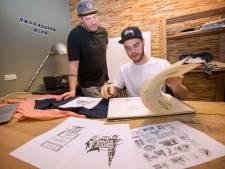T-shirts en hoodies met je favoriete kroeg: 'Vaste klanten herkennen het raam van De Suikerkist meteen'