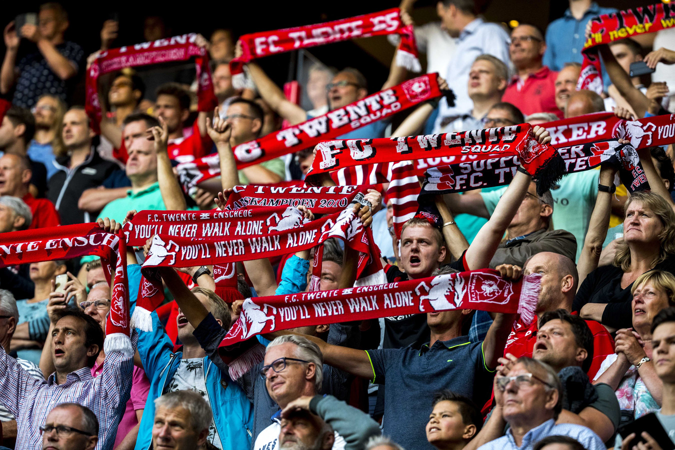 FC Twente-supporters willen vrijdagavond massaal naar Helmond.