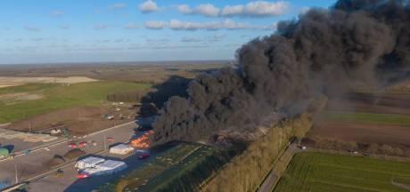Dedemsvaart sluit ramen en deuren na zeer grote brand bij afvalverwerker in Wijster