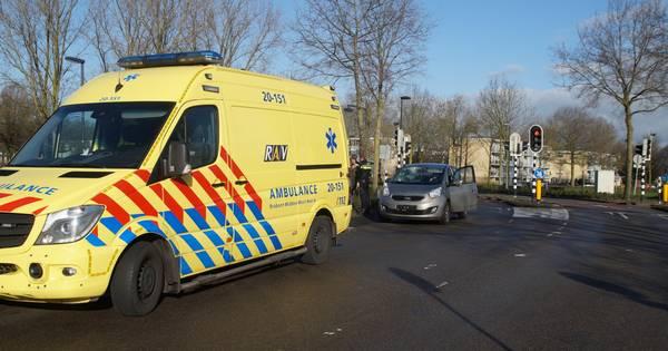 Fietser naar ziekenhuis na aanrijding in Waalwijk.