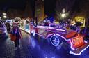 nuland verlicht optocht met verlichtte voertuigen