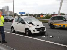 Automobilist gewond bij ongeluk op A13 bij Delft