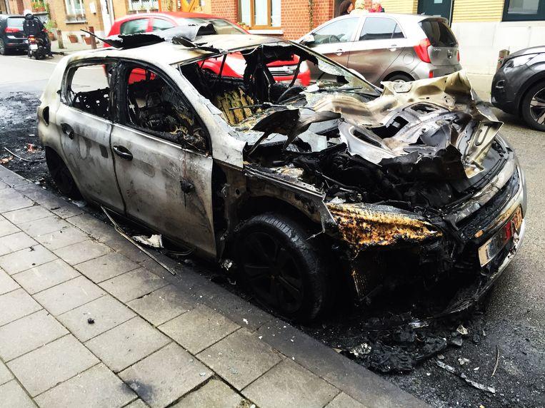 Brand vernielt zeven wagens.