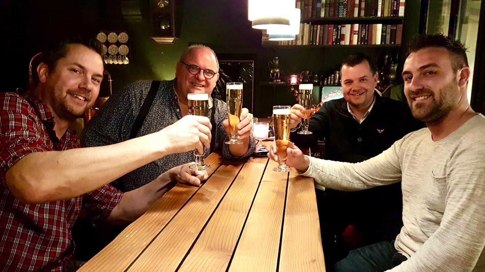 Vlnr. Aart Hol, Adrie van der Meijden, Erik Sterk en Ramon Schonewille. Deze foto is gemaakt voor de corona-crisis.