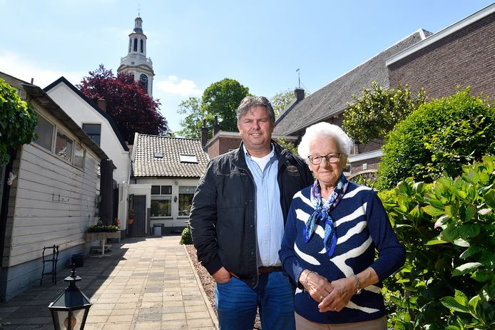 Woutje Hamstra en haar zoonHenry zijn al hun hele leven verbonden met 'de mooiste'.