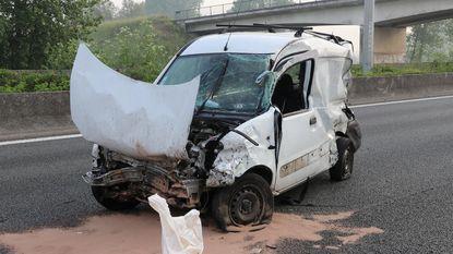 Chauffeur zwaargewond na slippartij op E17