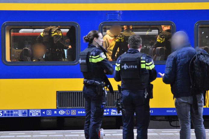 De politie bij de trein in Breda