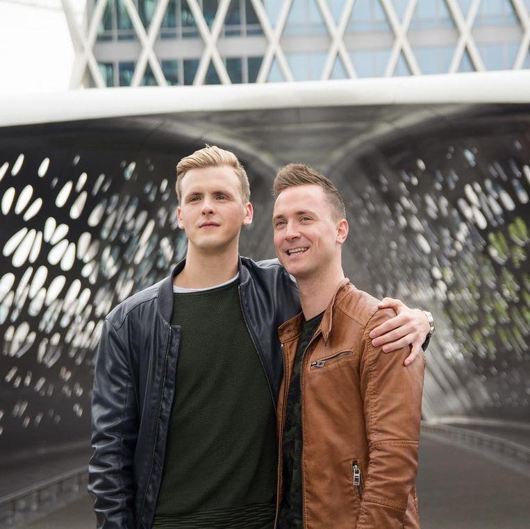 Mister Gay Belgium Raf Van Puymbroeck (links) en organisator Bram Bierkens
