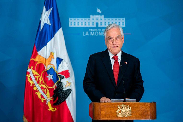 De chileense president Sebastian Pinera roept de noodtoestand uit.