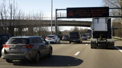 E17 versperd richting Gent na ongeval met vrachtwagens: anderhalf uur aanschuiven