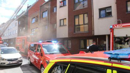 Keukenbrand zorgt voor hevige rookontwikkeling in appartement, bewoner uit voorzorg overgebracht naar ziekenhuis