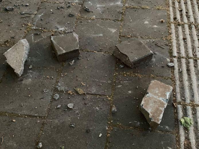 Volgens de politie gooiden de supporters met stenen naar de ME.