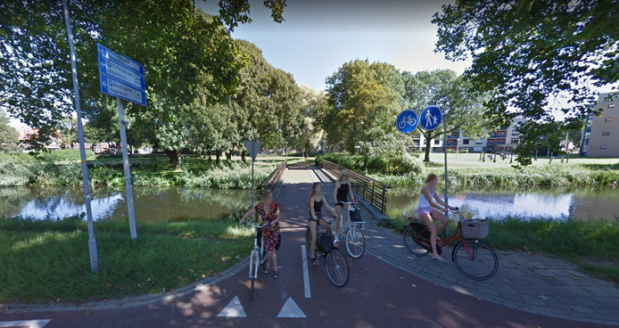 De fietsbrug tussen de Graaf Ottosingel en Paulus Potterstraat in Zutphen.