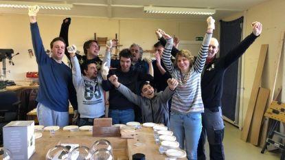 De Poel zamelt startgeld 100km-run Kom Op Tegen Kanker in met zelfgemaakte sfeerlampjes en koekjes