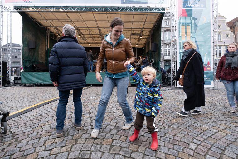 MECHELEN - De ambiance zat er goed in tijdens het nieuwjaarsfeest op de Grote Markt