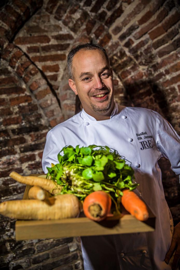 Rik Jansma van restaurant Basiliek verzorgt de 'Michelin-snackmuur' op de Zwarte Cross.