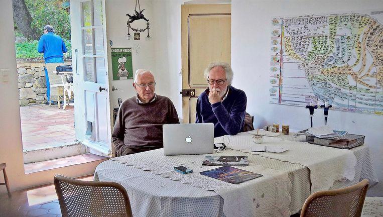 Zonen George en Jan halen herinneringen op. Beeld Escher - Het Oneindige Zoeken