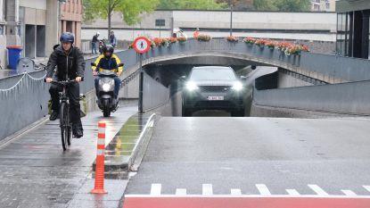"""Zelfs scooters mogen geen tergend trage fietsers inhalen in fietszone: """"De wet is de wet"""""""