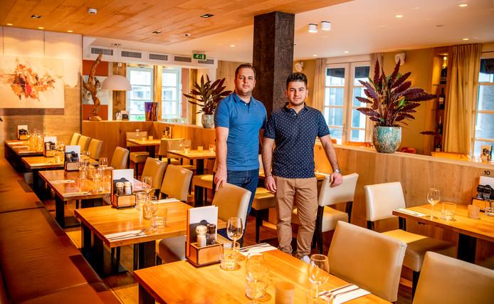 Dimitris en Nikon Tsougklinis van de Noël Kitchen-Bar in Alphen.