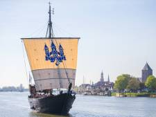 Maasbommel terug naar de middeleeuwen met kogge in de haven tijdens feestweekend
