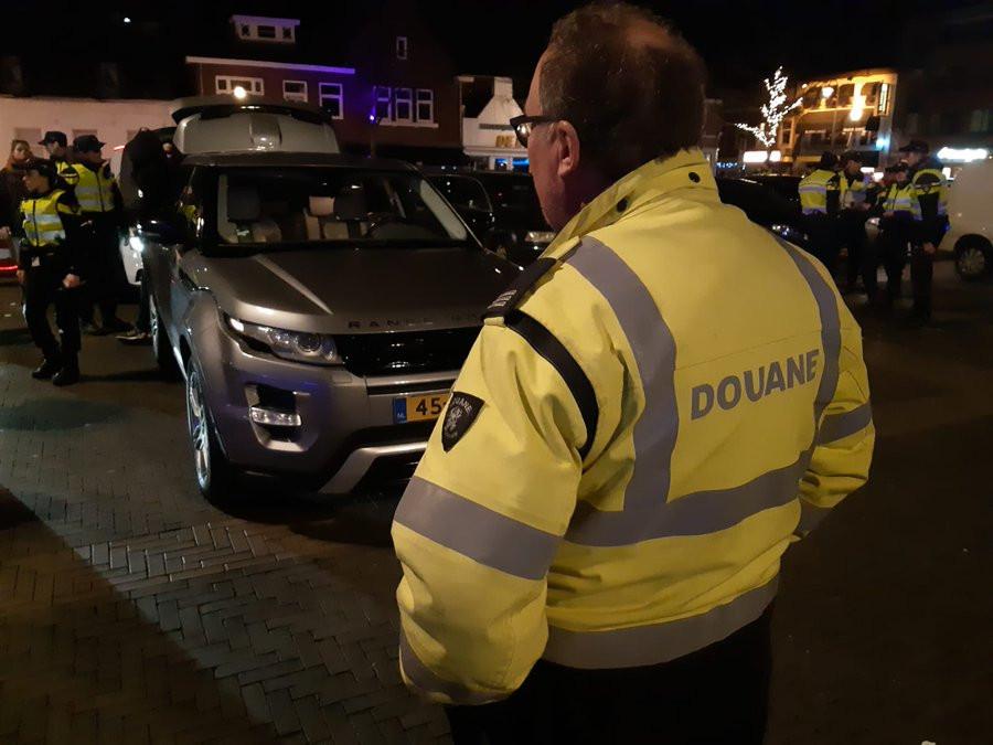 De politie hield samen met onder andere de Douane een grote controle in Oud-Woensel.