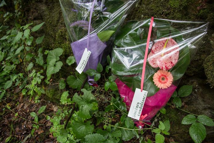 Bloemen op de plek van het ongeval in België.
