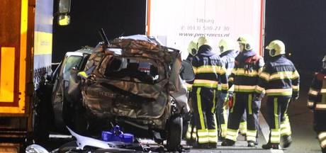 Man zwaargewond door vrachtwagen die achterop zijn auto reed bij A50 Nistelrode