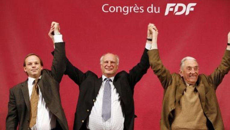De drie niet-benoemde burgemeesters Damien Thiéry (Linkebeek) naast Arnold d'Oreye de Lantremange (Kraainem) en Francois Van Hoobrouck (Wezembeek-Oppem).