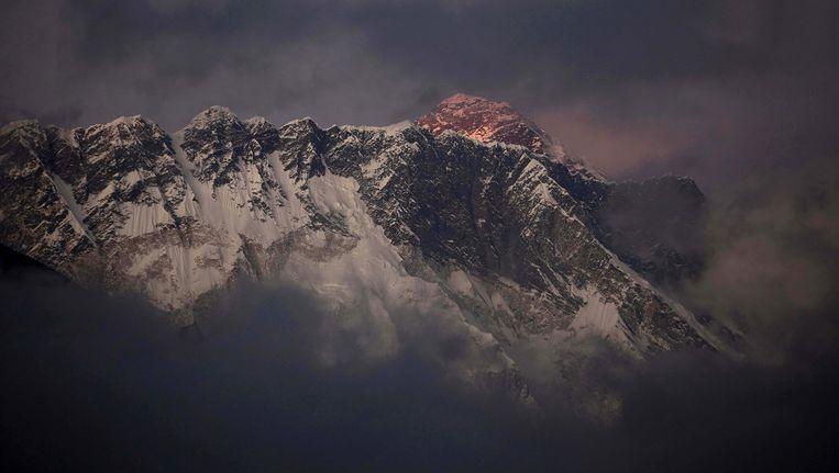 Mount Everest: een prachtige berg en een storthoop vol uitwerpselen. Beeld ap