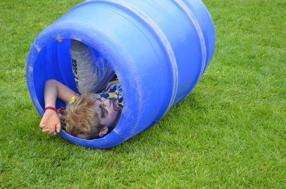 De jongeren kunnen op de Buitenspeeldagen de gekste toeren uithalen.