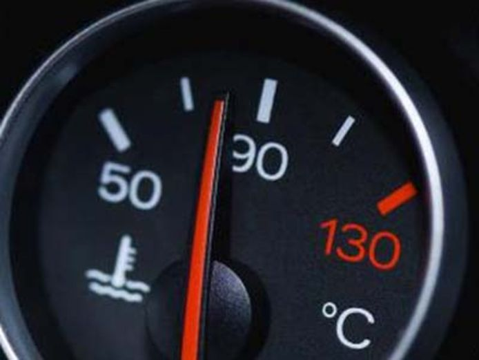 Deze temperatuurmeter in je auto geeft alleen de temperatuur weer van de koelvloeistof.