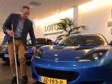 Hein is blind, maar koopt dure sportauto om te voelen