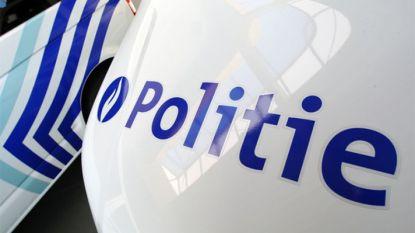 Inbraakpoging in twee geparkeerde auto's in Houtvoorstraat