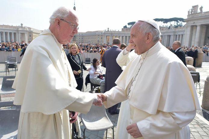 Emeritus abt Piet Wagenaar is op 91 jarige leeftijd overleden - Piet Wagenaar (links) en paus Franciscus in 2017.