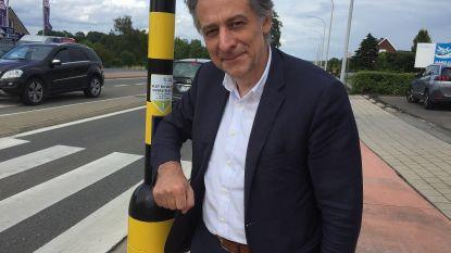 """Burgemeester stoort zich aan de drukknoppen aan de verkeerslichten: """"Ze met de elleboog bedienen zoals dat coronagewijs zou moeten, lukt bij sommigen niet"""""""