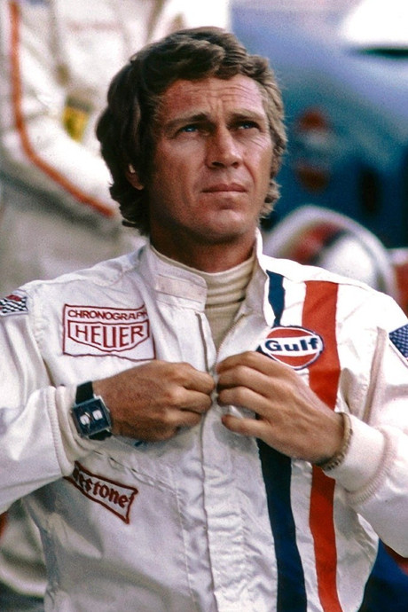Racepak en helm van Steve McQueen geveild voor 336.000 dollar