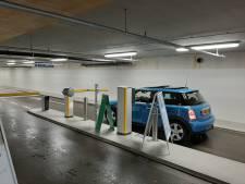 Bij het binnenrijden van deze Apeldoornse parkeergarage kun je beide handen aan het stuur houden