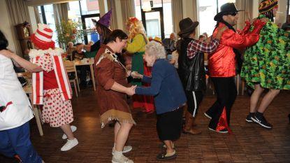 Bewoners rusthuis Herfstvreugde vieren carnaval