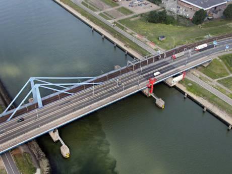 Aanleg van noodbrug van start om Suurhoffbrug te ontlasten