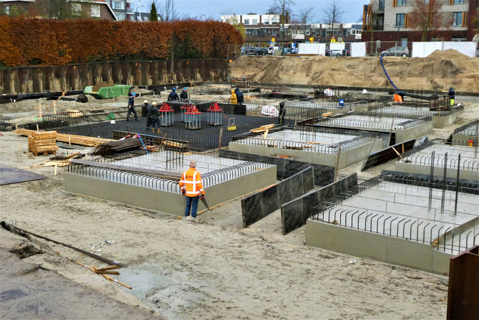 De bouw van de parkeerkelder voor 'Aan het Plein' is in volle gang in Berlicum.