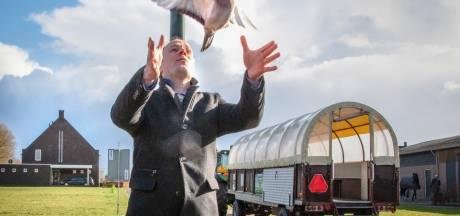 Oud-burgemeester Hilvarenbeek twijfelt aan coronamaatregelen, zijn gemeenteraad is daar niet blij mee