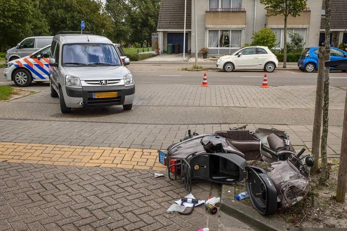 De scooterrijder raakte gewond bij het ongeluk.