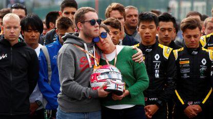 Emotionele minuut stilte voor overleden Hubert voor aanvang F3-race, ook moeder en broer wonen rouwmoment bij