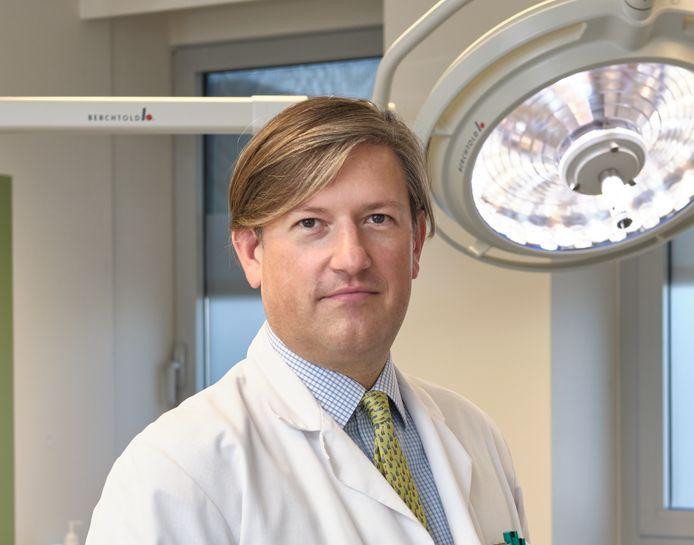 Dr. Olivier Lenssen. Lenssen heeft recepten ontwikkeld speciaal voor mensen met halskanker zodat zij opnieuw eenvoudig en smakelijk kunnen eten.