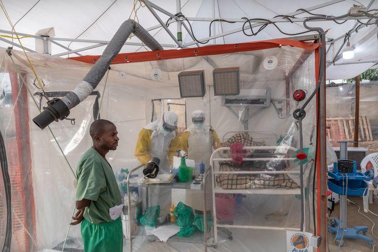 Een behandelcentrum van de internationale NGO Alima in Beni, een kleine stad in het oosten van Congo.  Beeld Sven Torfinn