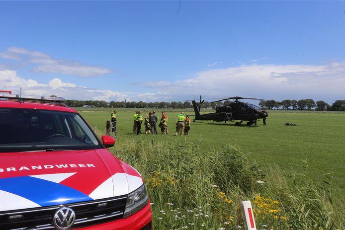 Apache maakt voorzorgslanding in weiland in Lith