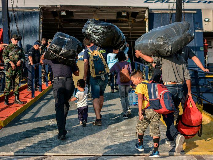 Vluchtelingen en migranten komen aan op Lesbos.