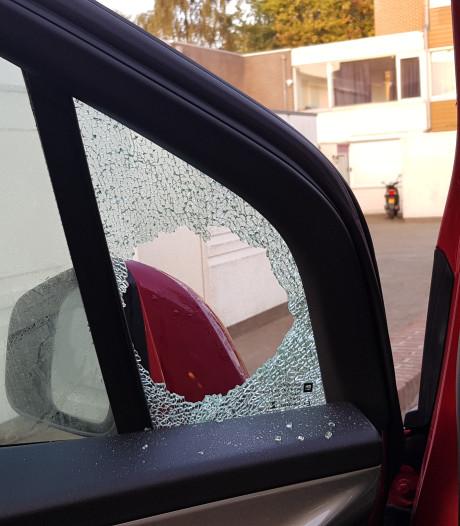 Vroege autoinbrekers slaan opnieuw toe in Zwanenveld: diverse wagens opengebroken