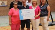 Gemeente bezorgt basketteam cheque tijdens seizoensopener