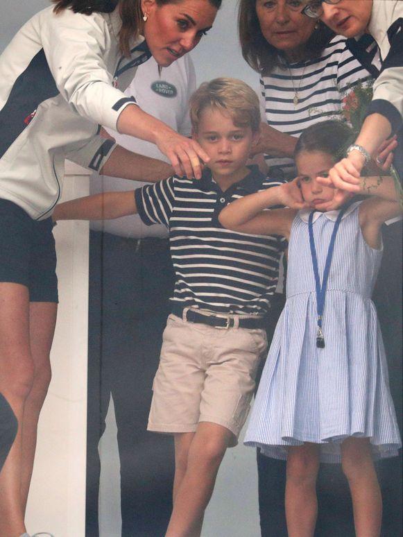 Prins George en prinses Charlotte bij het uitreiken van de prijzen.